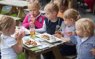 Een kindvriendelijk restaurant vind je in de app van De Kleine Gast.